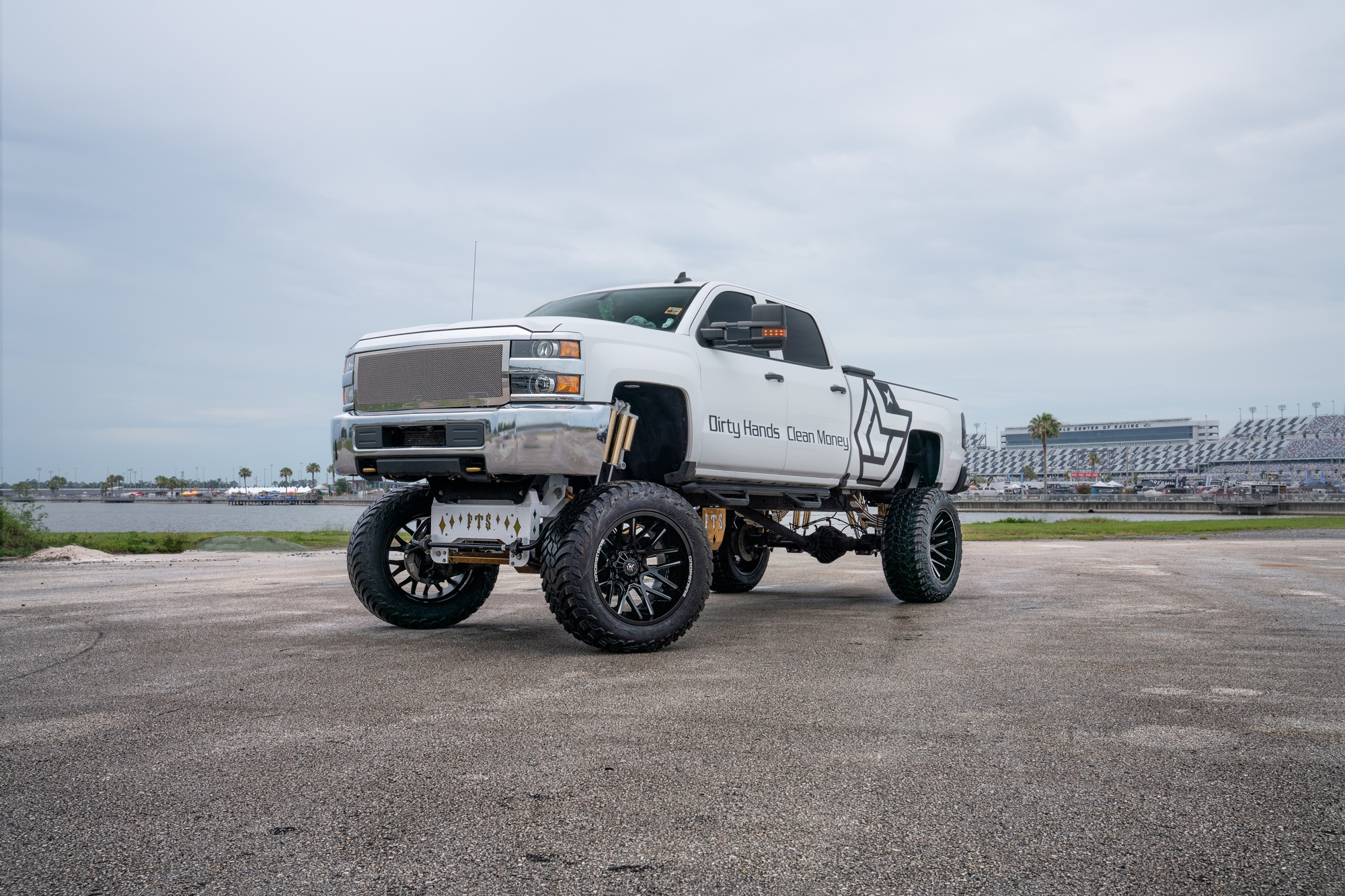 2016 Chevy 2500 on DS 654BM's